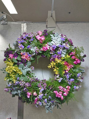 Wed-Apr 22-2020 10 am Deluxe Living Wreath 200422101